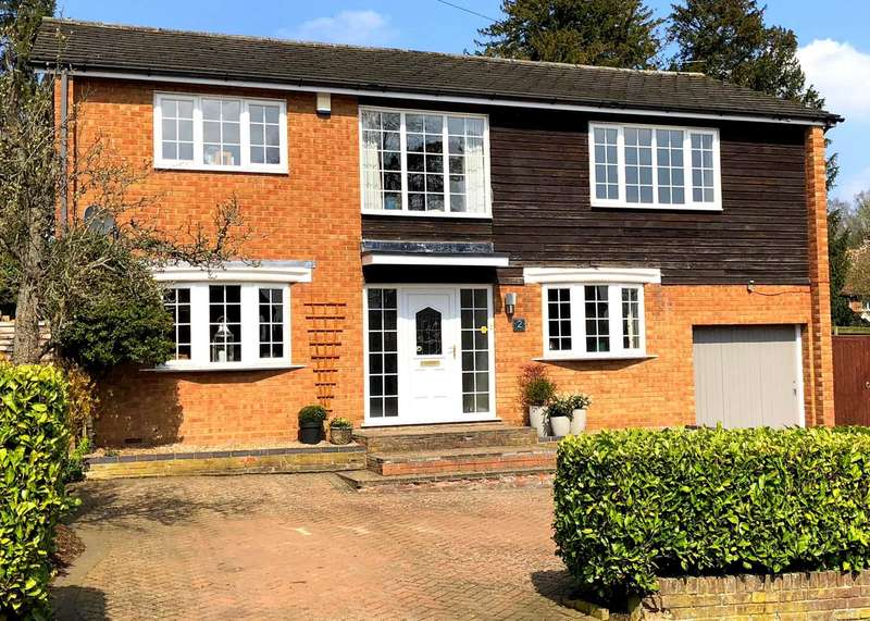 4 Bedrooms Detached House for sale in DETACHED 4 BED OVER 2150 SQ FT - COVETED BOXMOOR CUL-DE-SAC, HP1