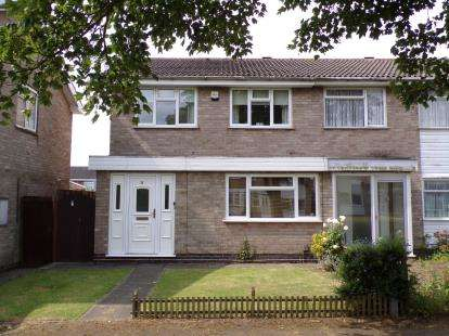 3 Bedrooms Semi Detached House for sale in Benskin Walk, Beaumont Leys, Leicester, Leicestershire
