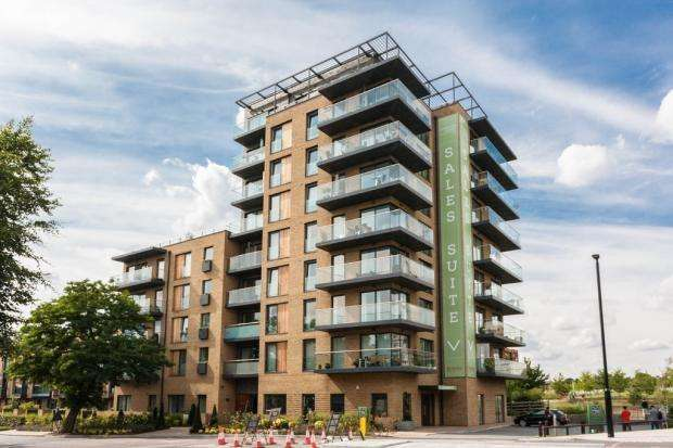 3 Bedrooms Flat for sale in Tizzard Grove Kidbrook SE3