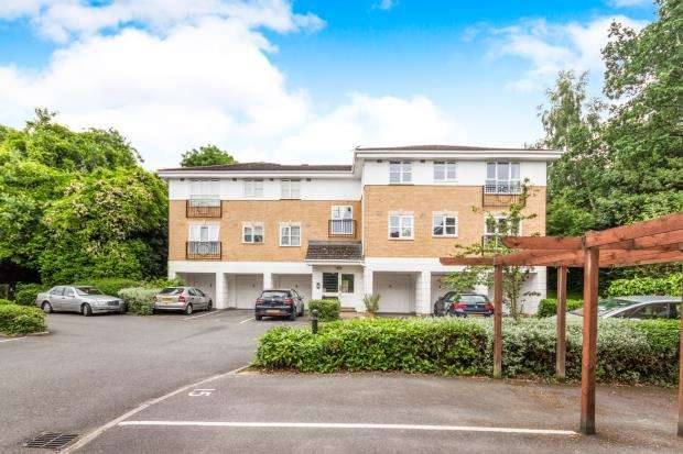 2 Bedrooms Flat for sale in Old Bracknell Lane East, Bracknell, Berkshire