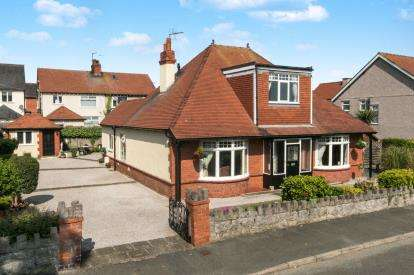 4 Bedrooms Bungalow for sale in Berthes Road, Old Colwyn, Colwyn Bay, Conwy, LL29