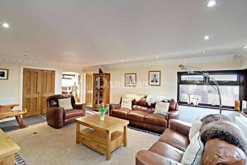 3 Bedrooms Bungalow for sale in Waun Goch, Hengoed