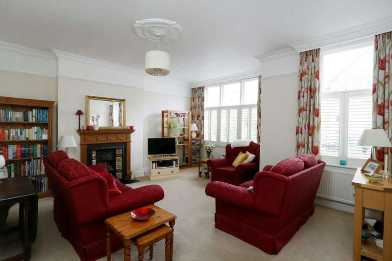 3 Bedrooms Flat for sale in Thirlmere Road, London SW16
