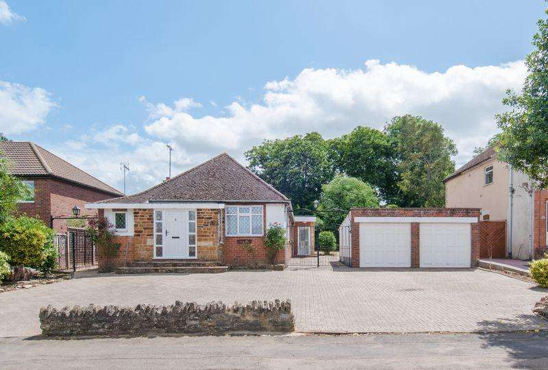 2 Bedrooms Detached Bungalow for sale in Hall Avenue, Rushden