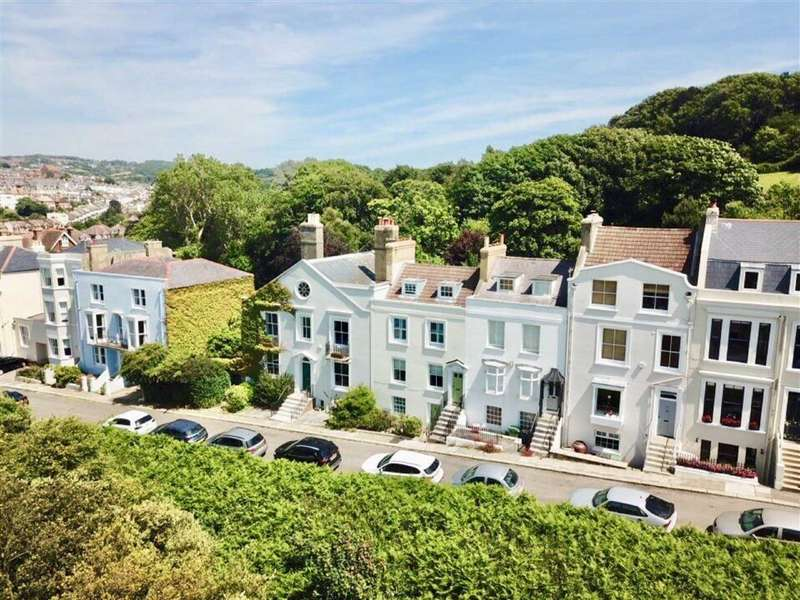 4 Bedrooms Town House for sale in High Wickham, Hastings