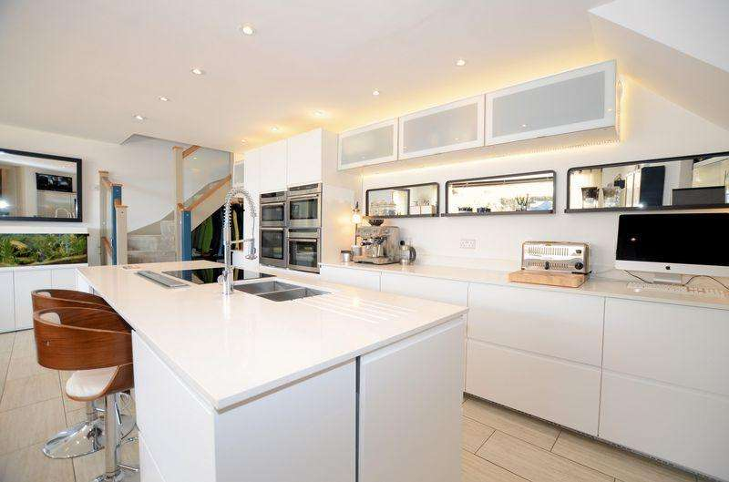 7 Bedrooms Detached House for sale in Wonderful lifestyle choice!