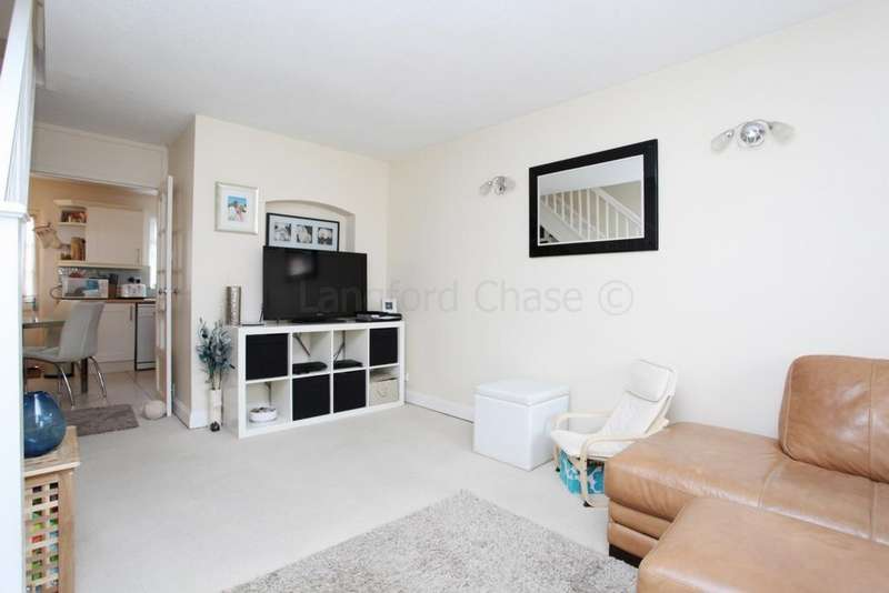 2 Bedrooms Terraced House for sale in Hereward Green, Loughton, IG10