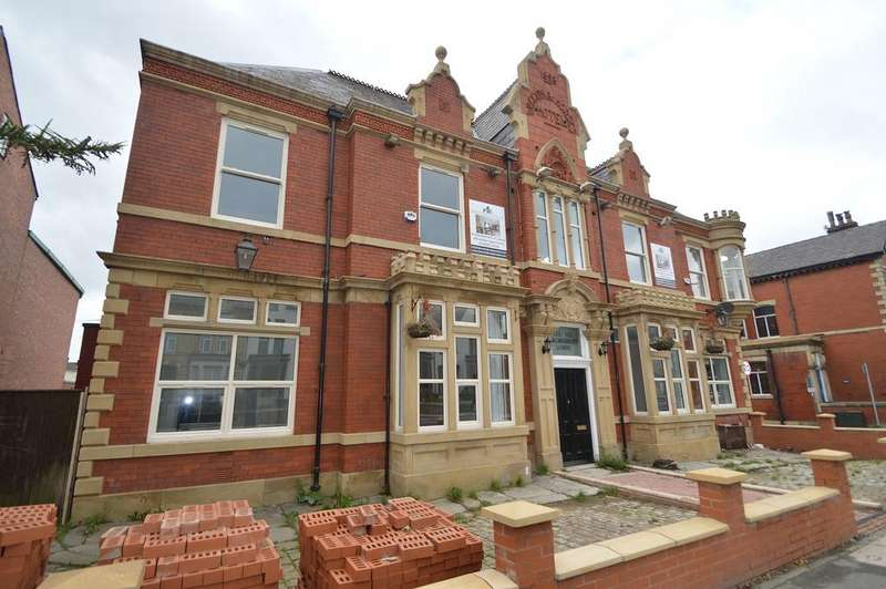 8 Bedrooms Block Of Apartments Flat for sale in Walmersley Road, Bury BL9