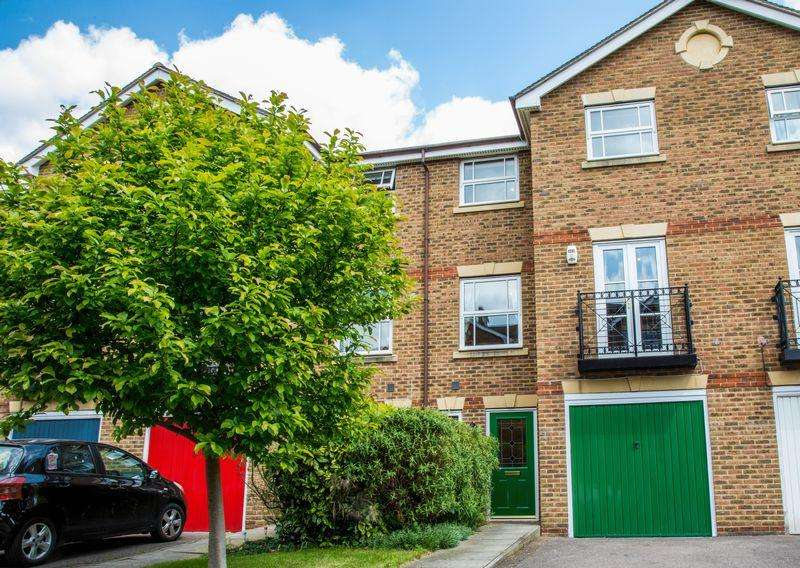 4 Bedrooms Town House for sale in Burns Close, Carshalton