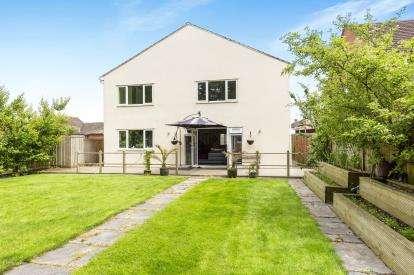 6 Bedrooms Detached House for sale in Teddington Gardens, Gloucester, Gloucestershire