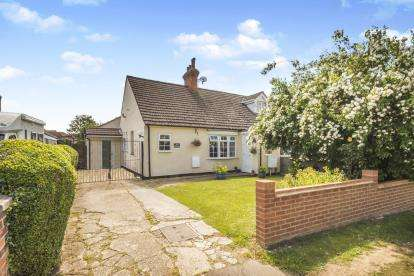 3 Bedrooms Bungalow for sale in Stagsden Road, Bromham, Bedford, Bedfordshire