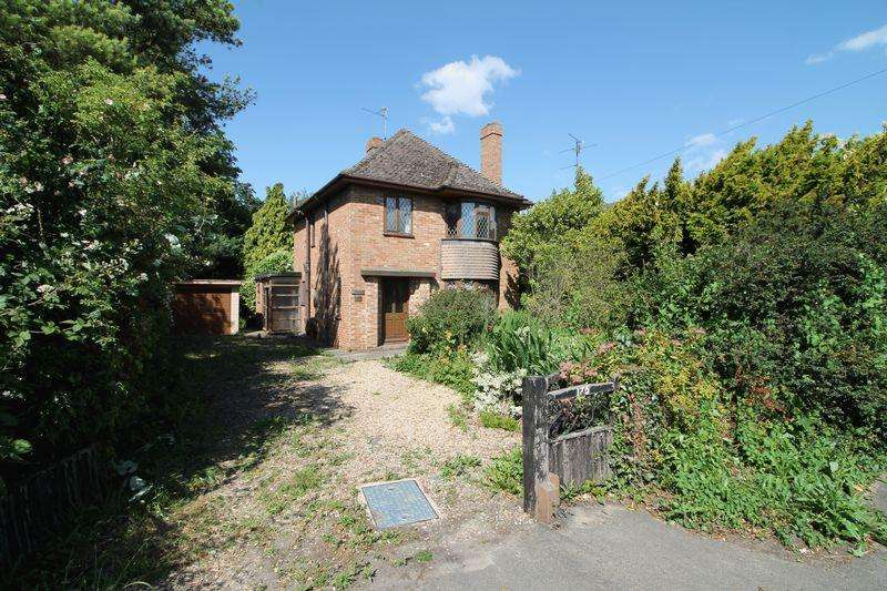 3 Bedrooms Detached House for sale in Hawthorn Bank, Spalding