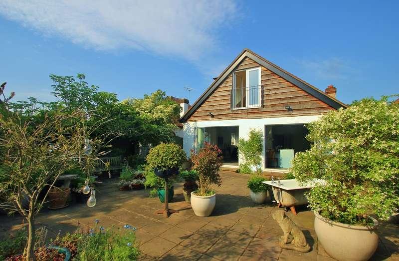5 Bedrooms Detached Bungalow for sale in Worcester Park