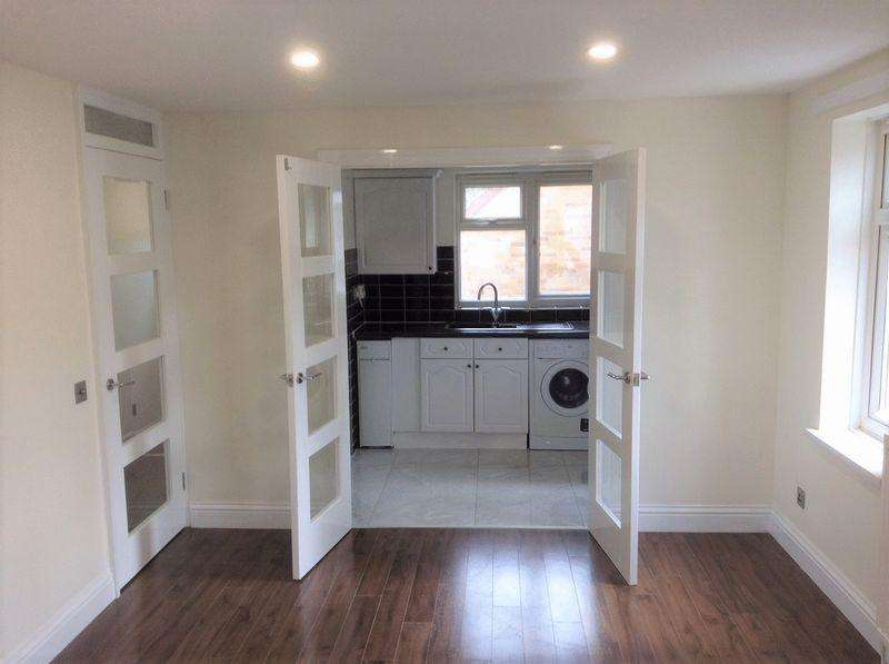 2 Bedrooms Maisonette Flat for sale in Booth Road, London