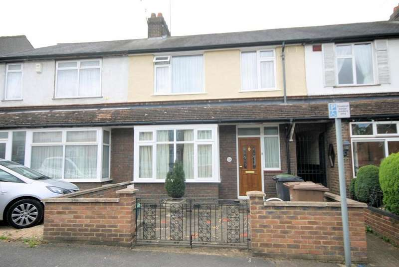 3 Bedrooms Terraced House for sale in St. Catherines Avenue, Luton