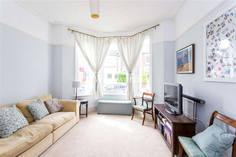 2 Bedrooms Flat for sale in Duckett Road, London, N4