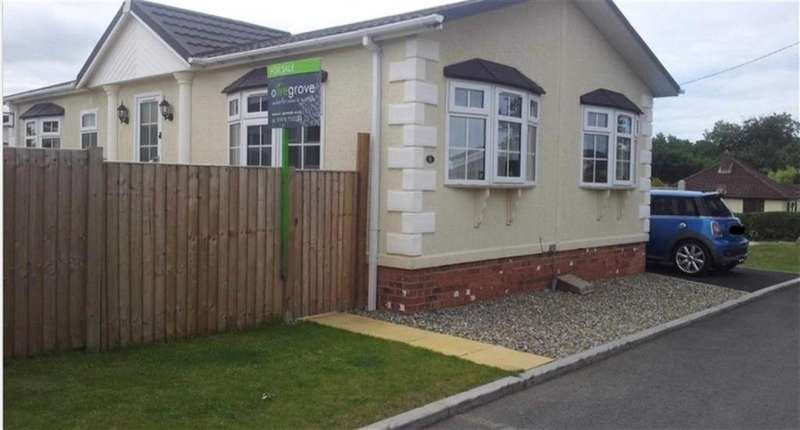 2 Bedrooms Park Home Mobile Home for sale in Oak Field Park, Llay, Wrexham