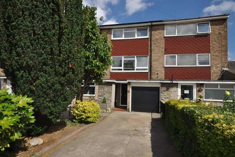 3 Bedrooms Town House for sale in Louise Gardens, Rainham, Essex, RM13