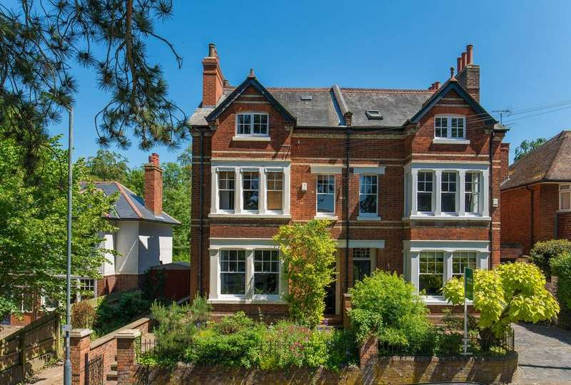 5 Bedrooms Semi Detached House for sale in Highbury Road, Hitchin, SG4