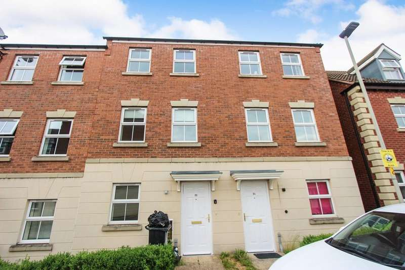 3 Bedrooms Town House for sale in Kepwick Road, Hamilton, Leicester, LE5