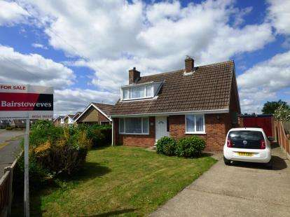 3 Bedrooms Detached House for sale in Tylers Close, Chapel St. Leonards, Skegness