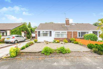 2 Bedrooms Bungalow for sale in Wilmslow Crescent, Thelwall, Warrington, Cheshire