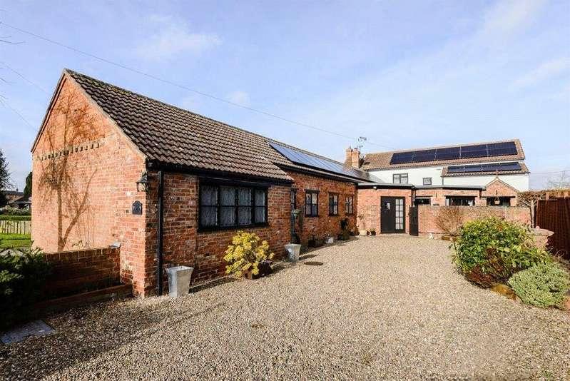 4 Bedrooms Detached House for sale in Anvil Cottage, 12 The Green, Helpringham, Sleaford, NG34