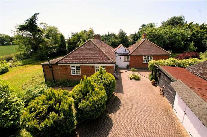3 Bedrooms Detached Bungalow for sale in Raffin Green Lane, Datchworth, SG3 6RH