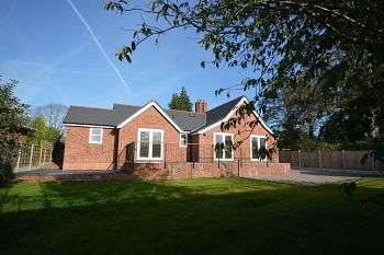 4 Bedrooms Detached Bungalow for sale in Abbeyfields Lodge, Middlewich Road, Sandbach, CW11 1EH