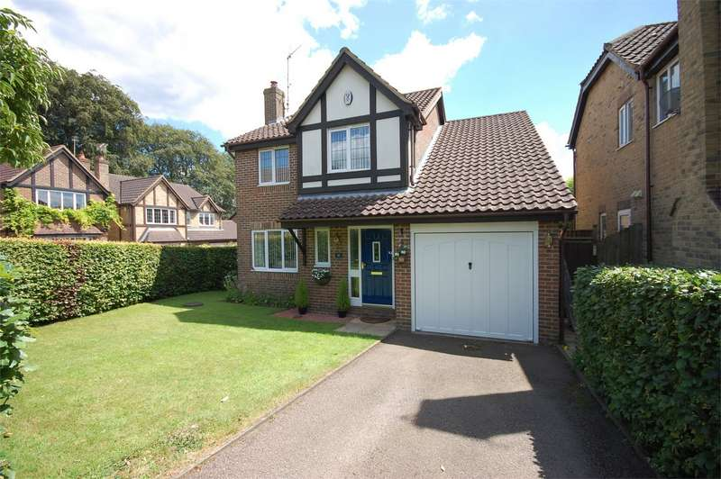 4 Bedrooms Detached House for sale in Beacon Close, Stone, Buckinghamshire