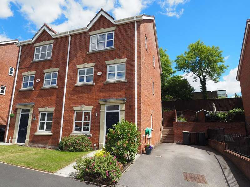 3 Bedrooms Town House for sale in Bakehurst Close, New Mills, High Peak, Derbyshire, SK22 4PT