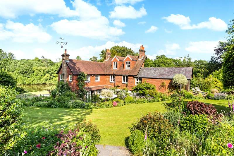 5 Bedrooms Detached House for sale in New Pond Hill, Cross in Hand, Heathfield, East Sussex, TN21