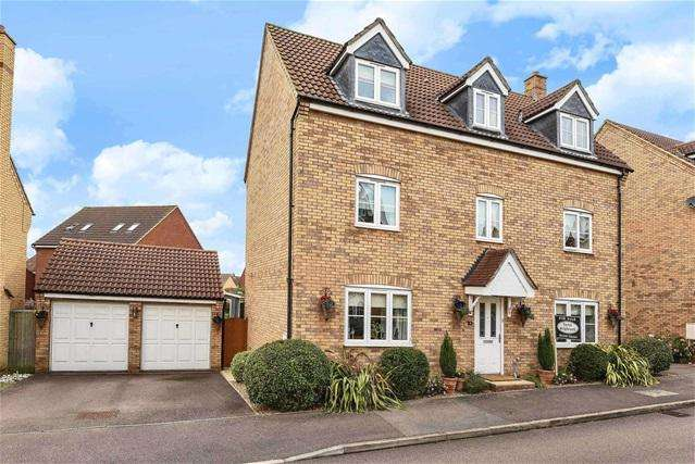 5 Bedrooms Detached House for sale in Silverburn Close, Bedford