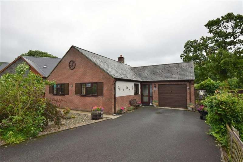 2 Bedrooms Detached Bungalow for sale in 4, Maes Y Dderwen, Llanbrynmair, Powys, SY19