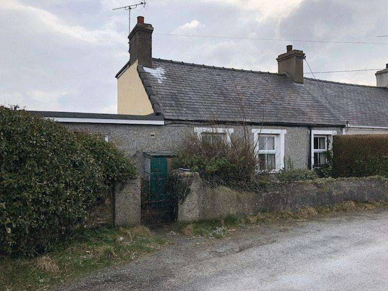 2 Bedrooms Semi Detached Bungalow for sale in Pencarnisiog, Anglesey