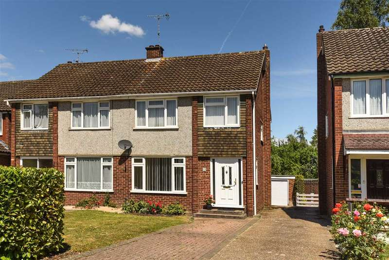 3 Bedrooms Semi Detached House for sale in Everest Road, Crowthorne