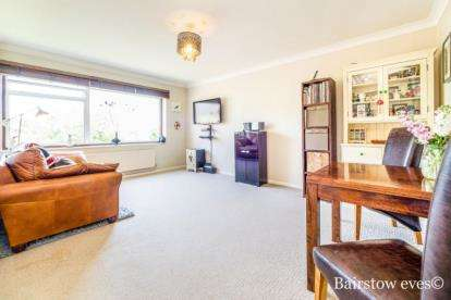 2 Bedrooms Flat for sale in 167 Mornington Road, London