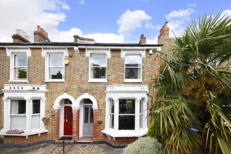 5 Bedrooms Semi Detached House for sale in Sundorne Road London SE7