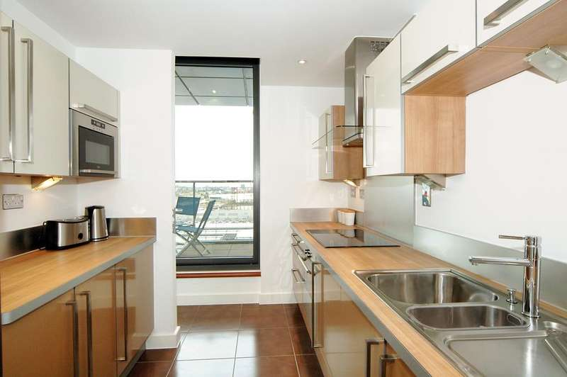 2 Bedrooms Flat for sale in Neutron Tower, 6 Blackwall Way, London