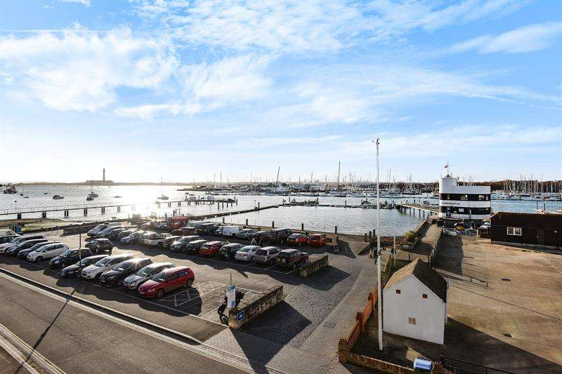4 Bedrooms Property for sale in Shore Road Warsash Southampton