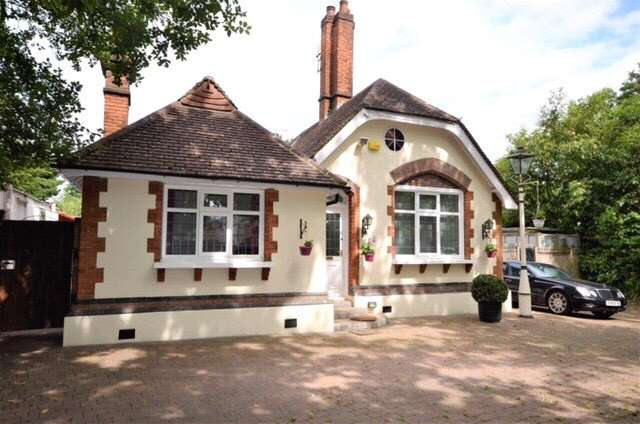 4 Bedrooms Detached Bungalow for sale in Brookshill, Stanmore, HA3
