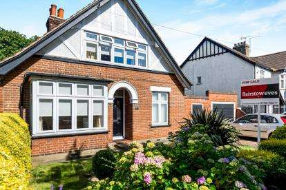 3 Bedrooms Detached House for sale in Romford
