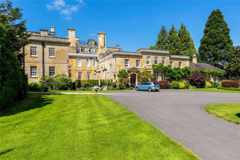 3 Bedrooms Flat for sale in Sandywell Park, Whittington, Cheltenham, GL54