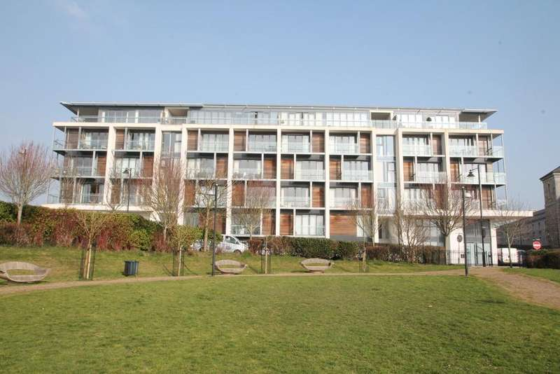 3 Bedrooms Flat for sale in Barrack Place, Plymouth