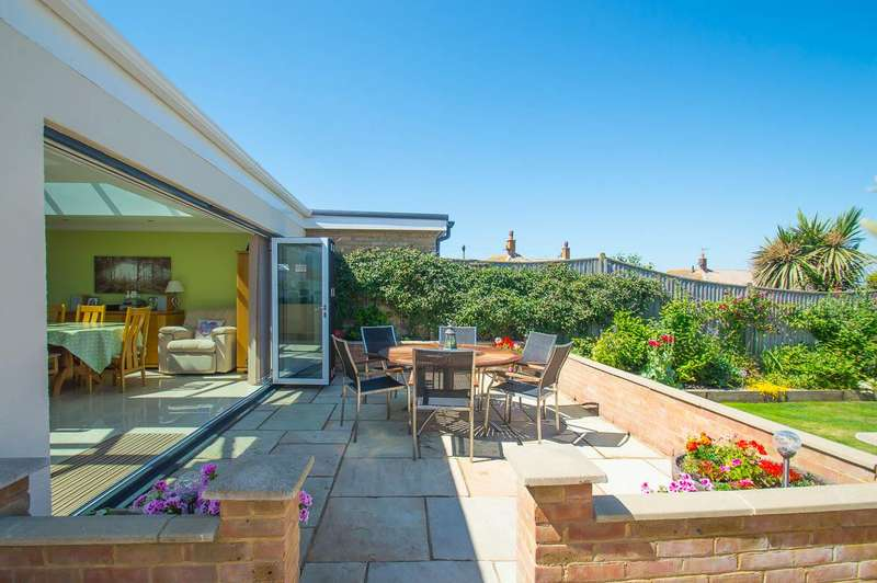 2 Bedrooms Bungalow for sale in Innings Drive, Pevensey Bay, Pevensey