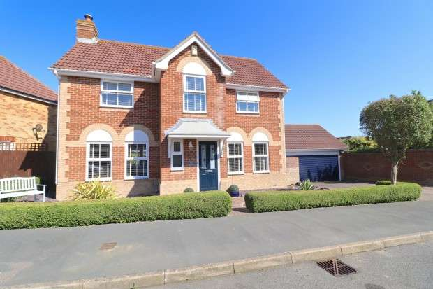4 Bedrooms Detached House for sale in Banner Way, Pevensey, BN24