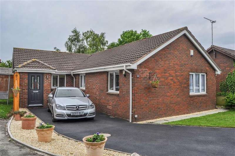 2 Bedrooms Detached Bungalow for sale in Glovers Loom, Great Boughton, Chester, Chester