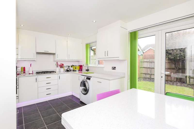 3 Bedrooms House for sale in Yeomanry Close, Thatcham, RG19