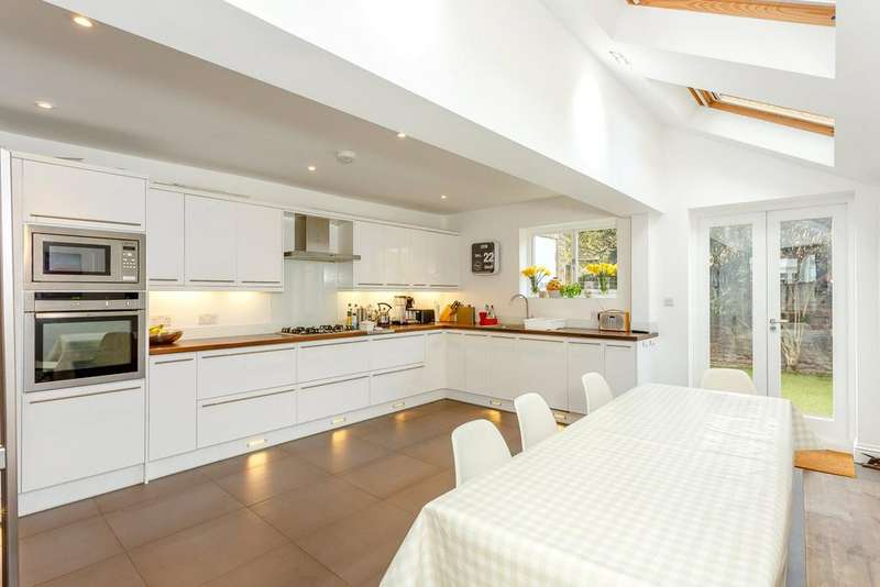 4 Bedrooms Terraced House for sale in Brookville Road, London