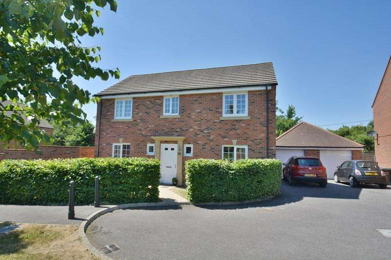 4 Bedrooms Detached House for sale in Old Oak Close, Andover